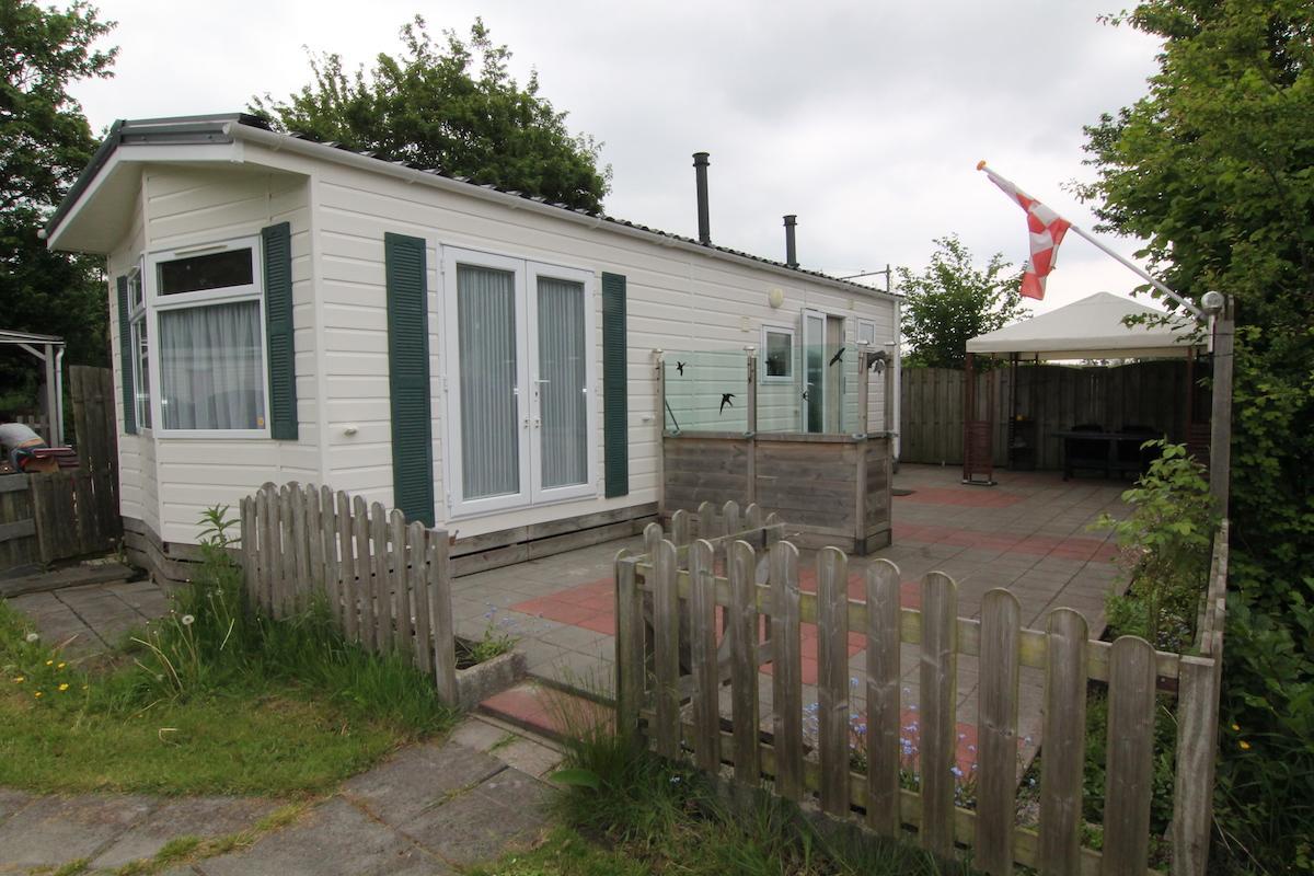 Chalet te koop voorzien van 2 slaapkamers in noord holland de stacaravanmakelaar for Chalet slaapkamer
